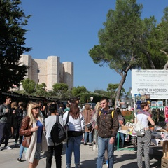Turisti a Castel del Monte