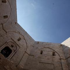 Particolare del cortile di Castel del Monte