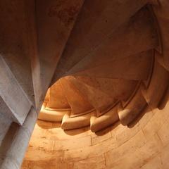 Scalinata all'interno di una torre di Castel del Monte