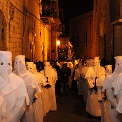 Processione della Madonna Addolorata, la notte del Venerdì Santo a Trani