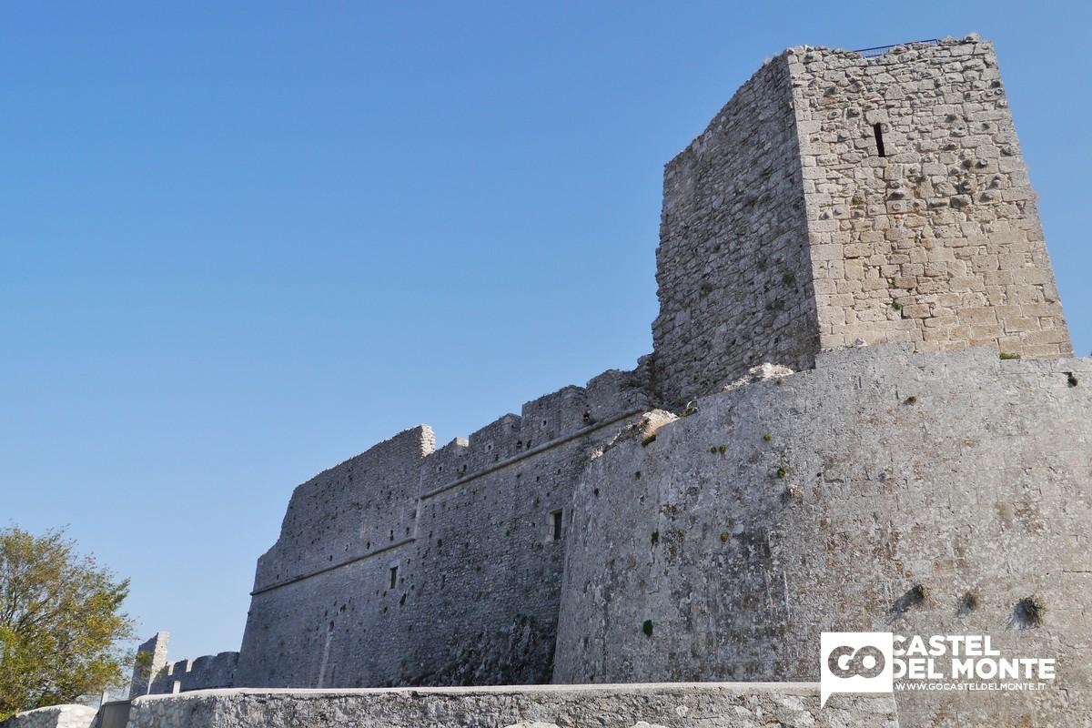 Torre dei giganti, castello di Federico II a Monte Sant'Angelo